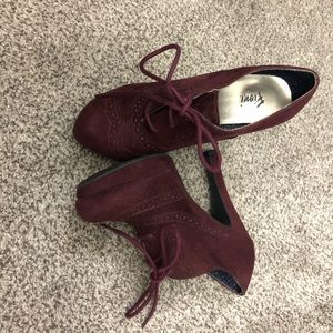 Fioni maroon suede heels with laces size 6